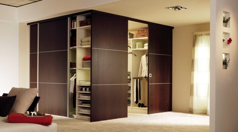 Дизайн комнаты с дверями купе